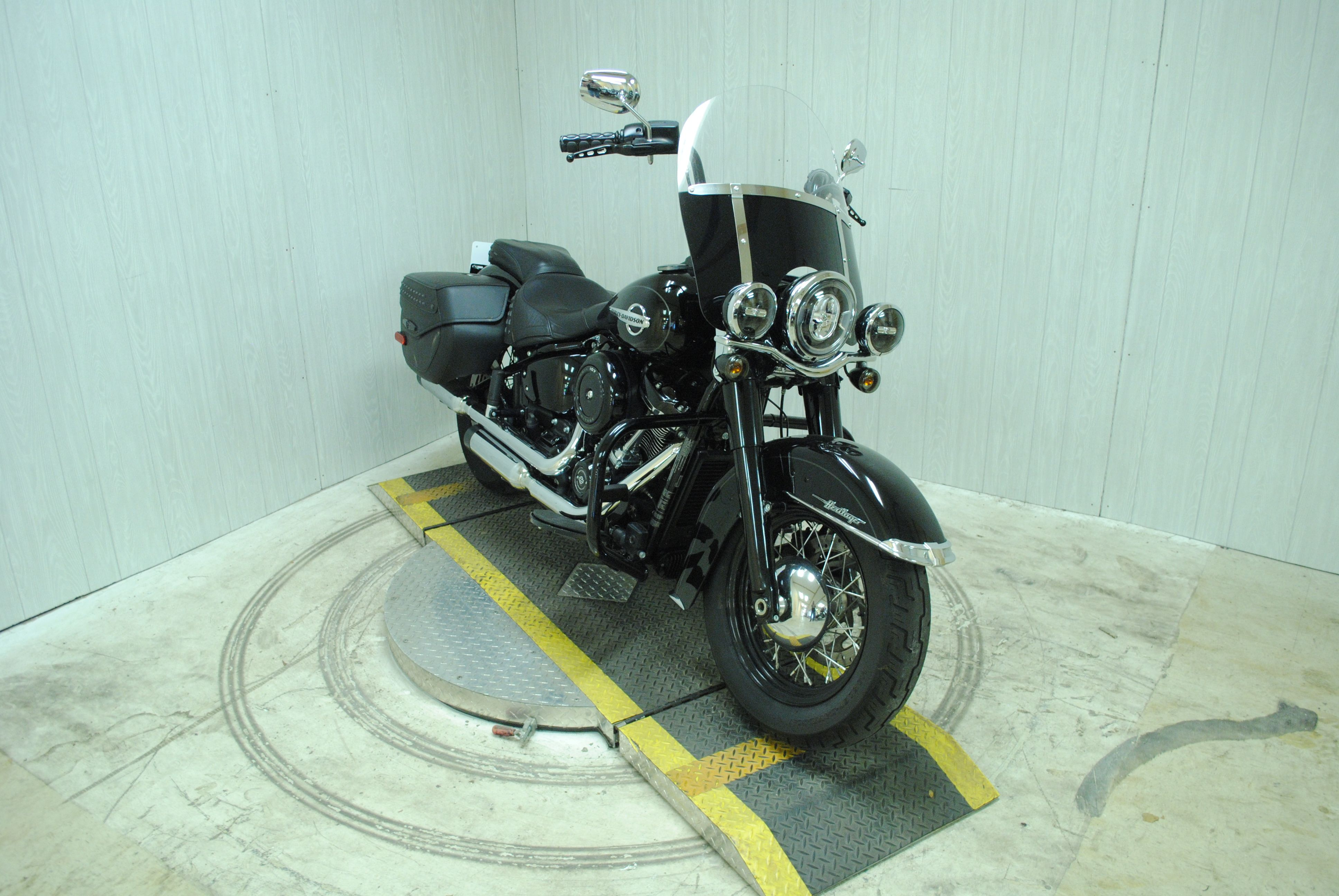 Pre-Owned 2018 Harley-Davidson Heritage Classic FLHC